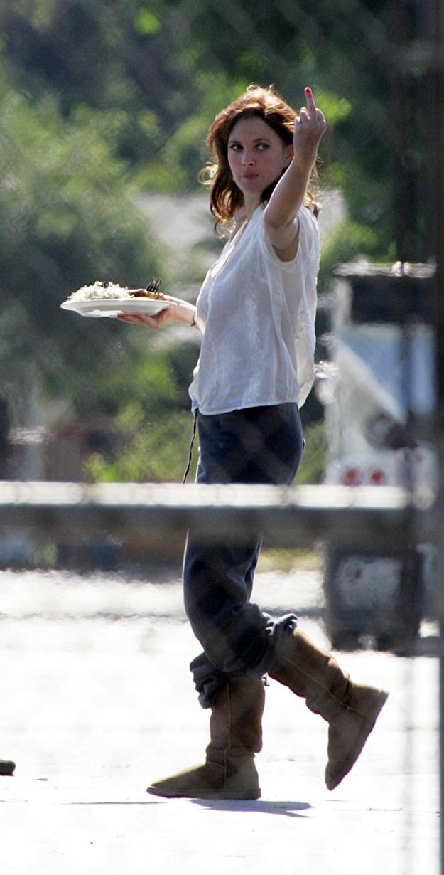 Drew Barrymore gives middle finger.jpg