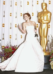 Jennifer Lawrence gives middle finger.jpg